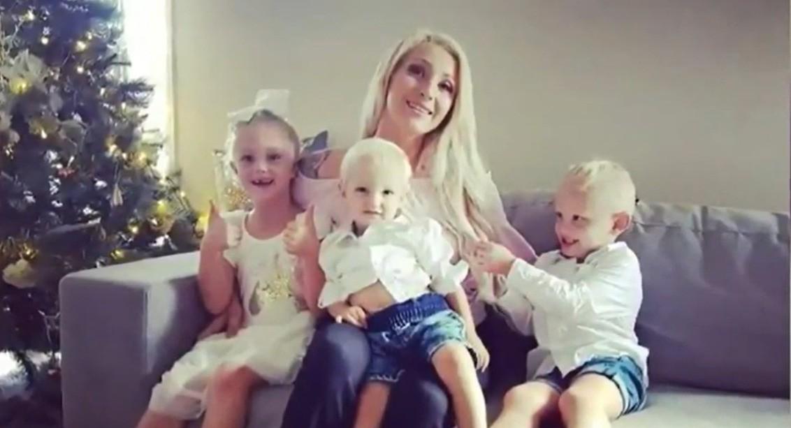 czwórki dzieci