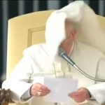 Papież Franciszek walczy z koronawirusem!