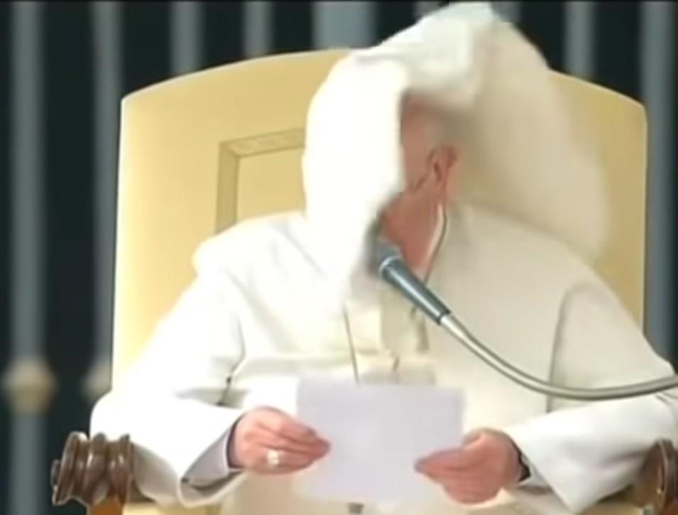 Papież Franciszek i koronawirus . Ojciec święty przeznaczył 600 tysięcy maseczek