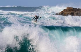 surfer wpłynął