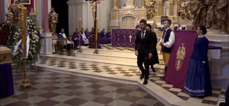 Pogrzeb Królikowskiego przebiegał spokojnie. NAGLE stało się TO!