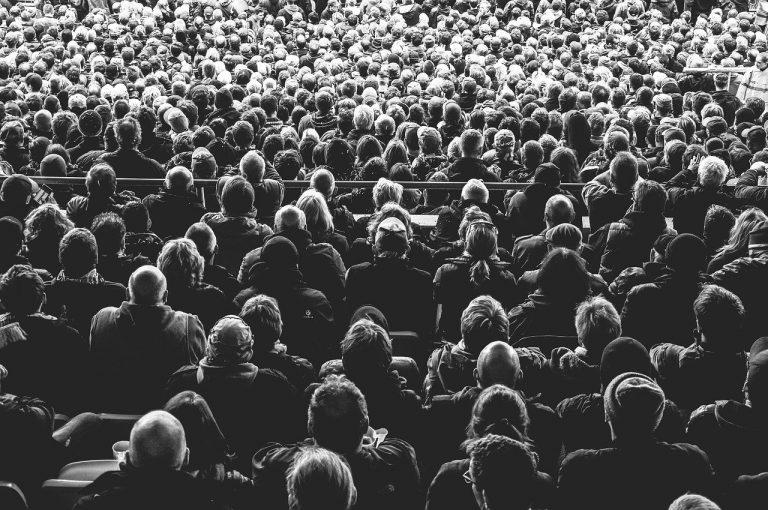 Złamali zakaz organizowania zgromadzeń. Tysiące osób wzięło udział w masowych modłach!