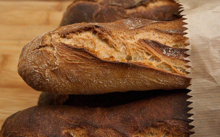 Kupujesz w markecie chleb? Zgodnie z zaleceniami GIS musisz zrobić jedną rzecz zanim go zjesz!