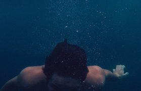 poszedł popływać