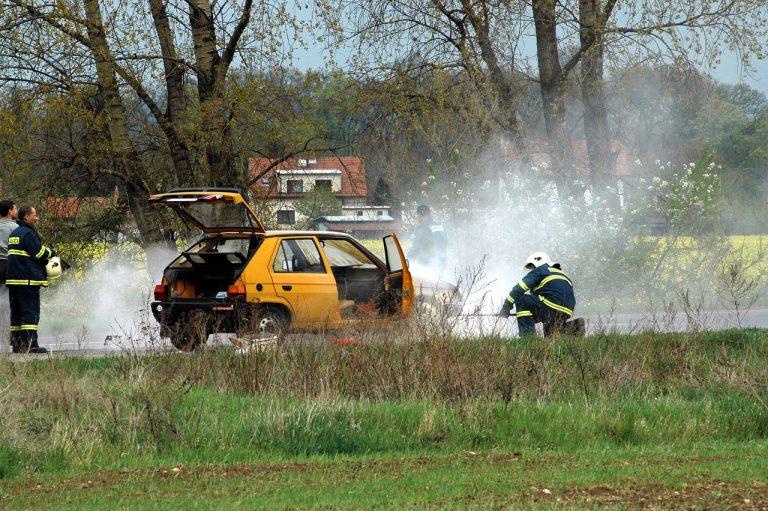 Przerażające odkrycie w spalonym aucie. Na fotelu kierowcy znajdowały się (…)!