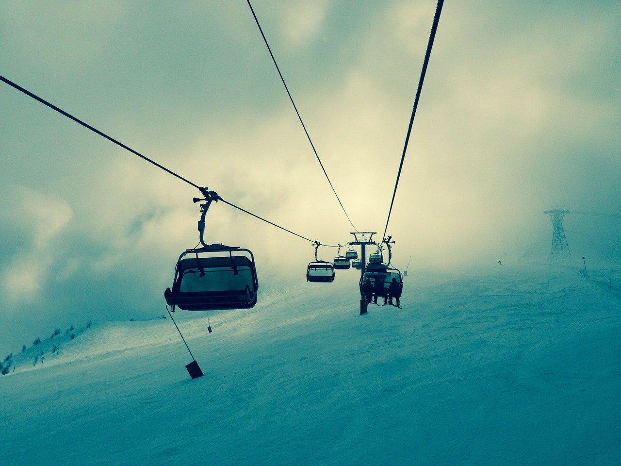 stoku narciarskim