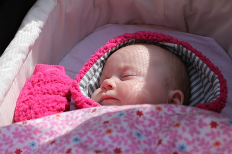 Urodziła martwą córkę! Przez dwa tygodnie woziła jej zwłoki w (…)!