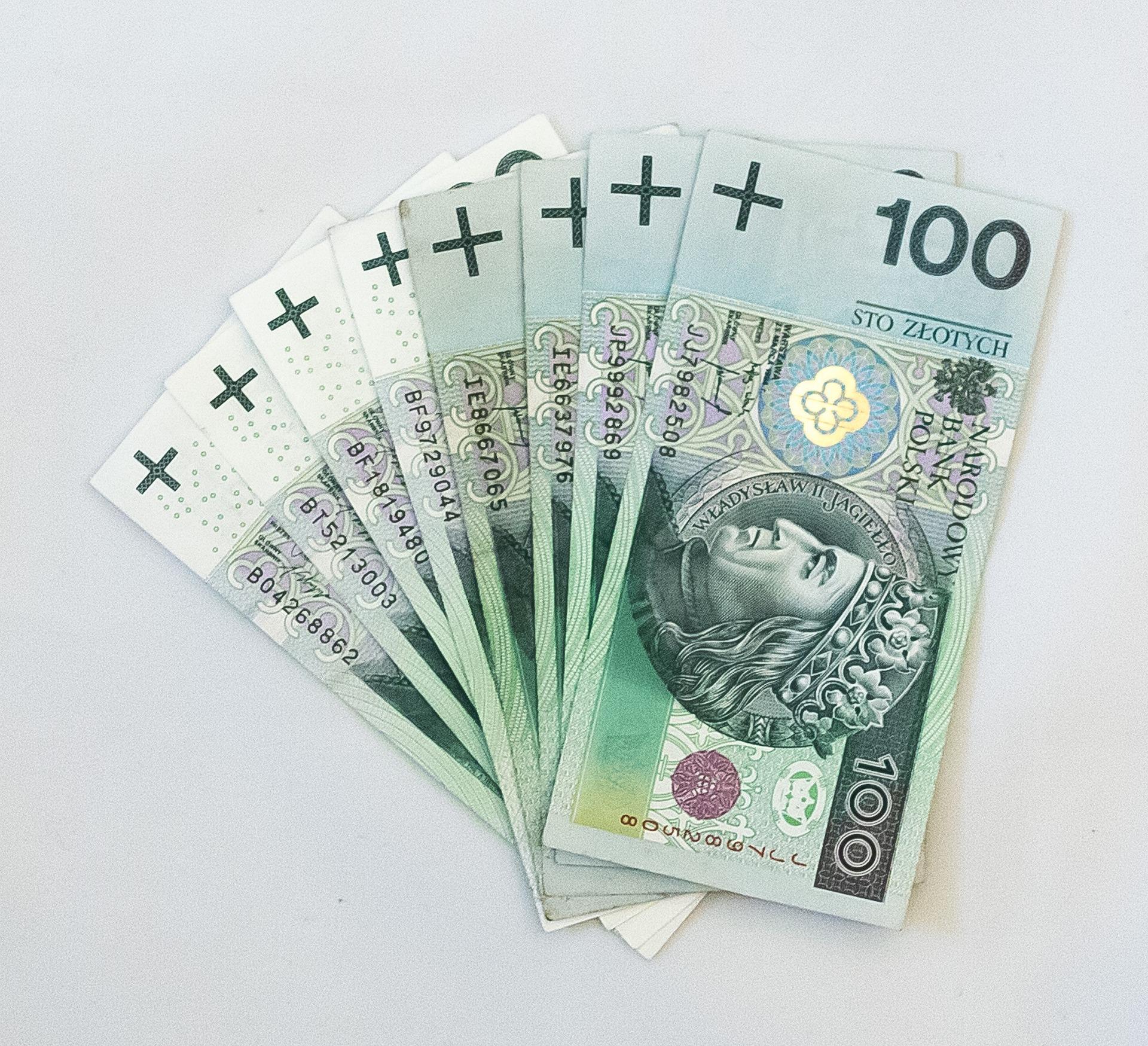 1000+