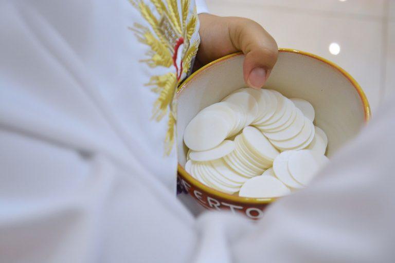 Wałbrzych: Szlachetny gest księdza! Pieniądze zebrane na nowe konfesjonały przekaże na (…)!
