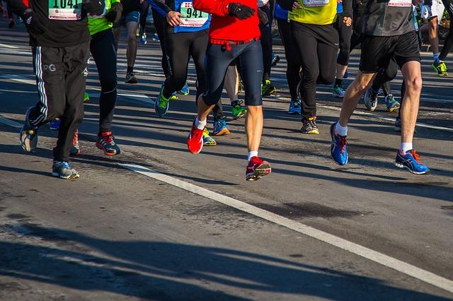 Odwołali mu maraton! Niesamowite, gdzie pokonał 42 km biegu! [VIDEO]