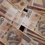 Zapakowała 140 tysięcy złotych. Chciała je dać…