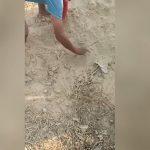 Usłyszeli płacz dziecka dobiegający spod ziemi! Przeżyli szok kiedy zaczęli kopać!