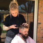 Uwaga! Dwaj fryzjerzy mogli zarazić koronawirusem ponad 140 osób!