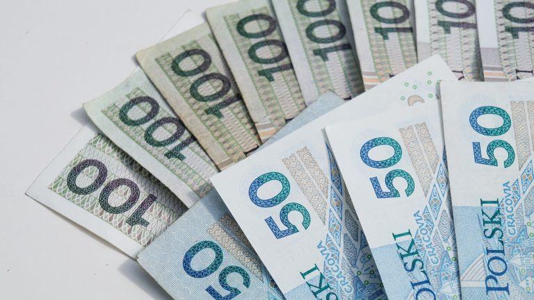 Dodatkowe 1500 zł dla Polaków! Ministerstwo rozwoju przyjęło projekt ustawy