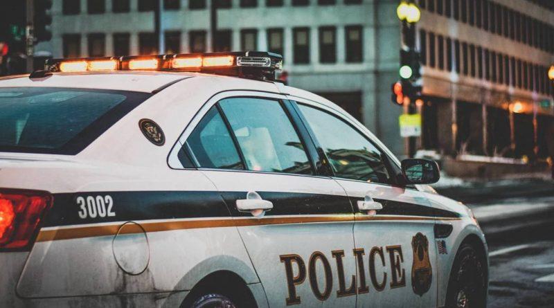 policję