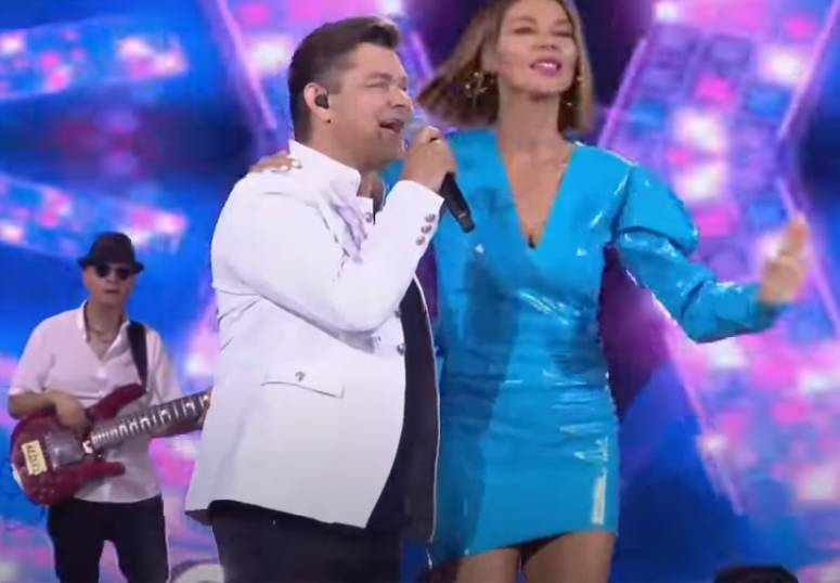 Edyta Górniak wbiegła na scenę podczas występu Zenona Martyniuka. To wideo to hit!