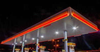 Nastolatkowie napadli na dwie stacje benzynowe. Grozili sprzedawcom nożem!