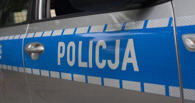 Policjant ukarany mandatem. Radiowóz utknął w…