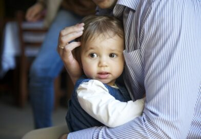 Malutkie dzieci w śmiertelnym niebezpieczeństwie. Ich ojciec…