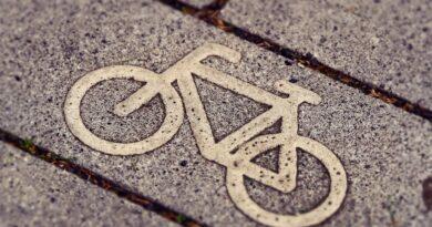 Jechała rowerem i nagle stało się coś strasznego! Wszystkiemu winny…