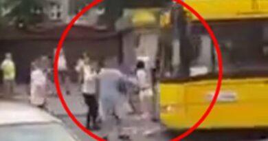 Szokująca nagranie z Katowic! Kierowca autobusu wjechał w grupę ludzi! (VIDEO)