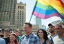 Czy dzieci wychowywane przez pary homoseksualne będą mogły być zarejestrowane w Polsce? Zaskakująca odpowiedź warszawskiego Ratusza!