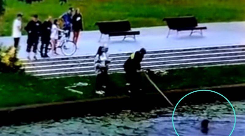 Zdjęła sukienkę i wskoczyła do rzeki! Kobieta uratowała trójkę… (VIDEO)